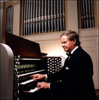 Photo of Dr. George Baker and the Perkins Chapel organ, SMU, Dallas, TX
